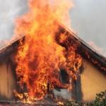 Casă în flăcări în localitatea Cincu