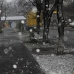 ANM: De astăzi, ninsori la munte, precipitații predominant sub formă de ninsoare în nord și în centru, depuneri de polei, intensificări ale vântului, vreme rece