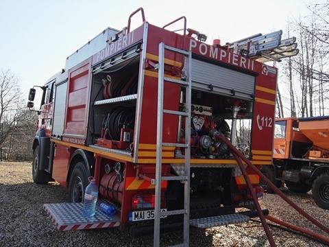 Pompierii, solicitați la un incendiu