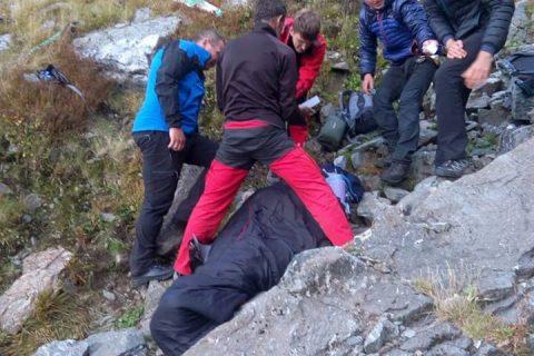 Turistă rănită grav după ce a căzut 100 de metri, într-o zonă abruptă din Munții Făgăraș