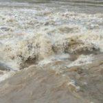 Hidrologii au emis noi avertizări de inundații. Cod galben și portocaliu și în județul Brașov