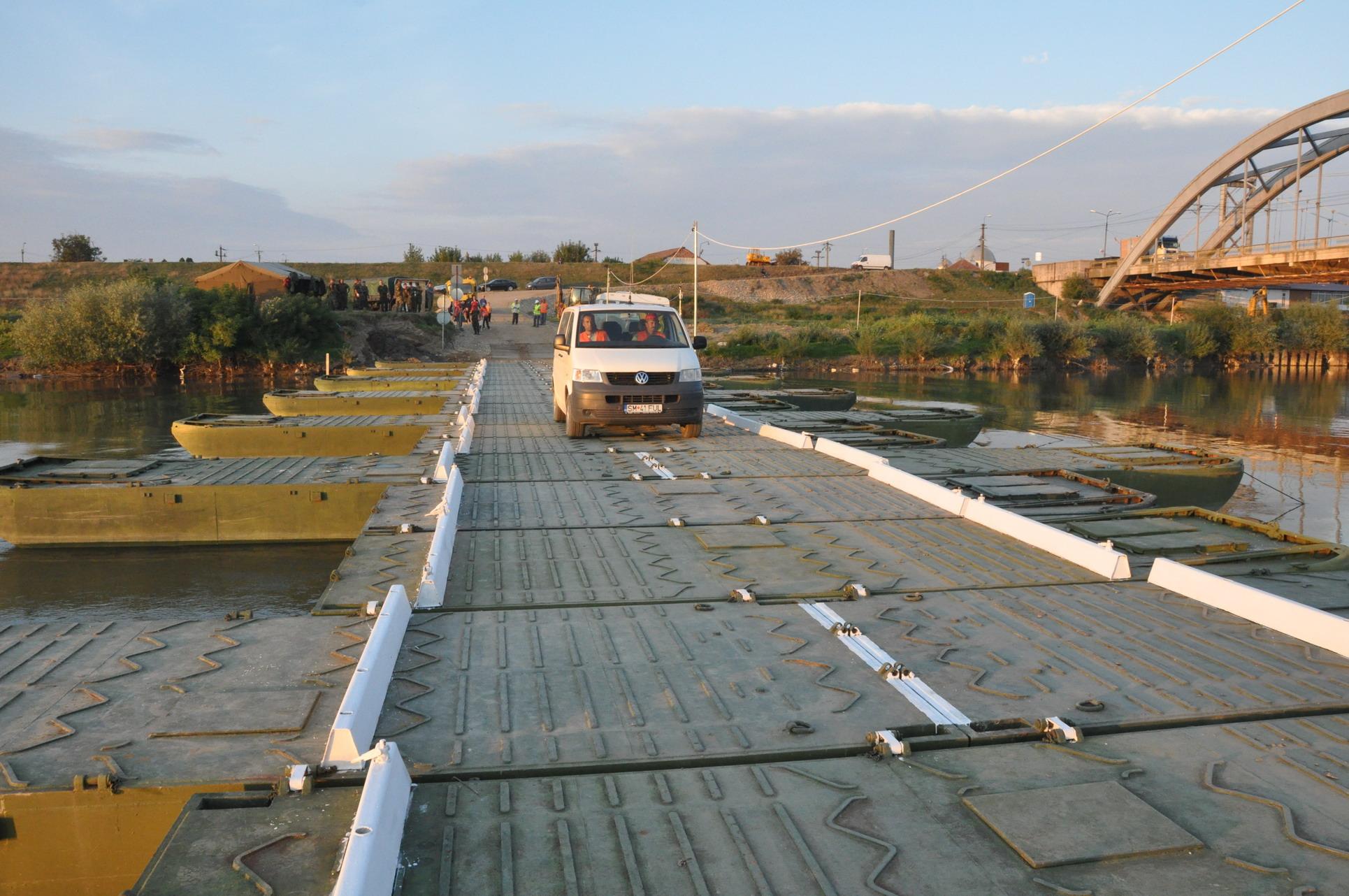 podul-de-pontoane-de-peste-mures-dat-in-folosinta