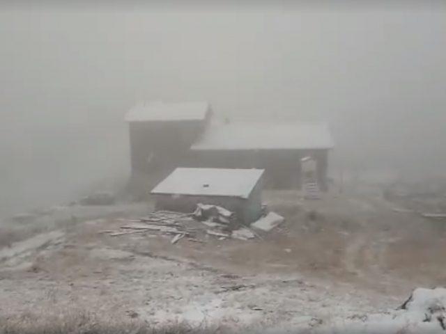 A venit iarna la munte. Ninge pe Transfăgărășan