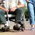 Sute de persoane cu dizabilități din Făgăraș, lăsate de Guvern fără indemnizații, în prag de sărbători
