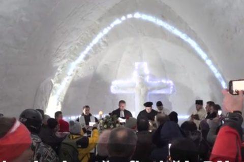 Biserica de gheaţă de la Bâlea Lac, sfinţită de preoţi de la mai multe confesiuni religioase