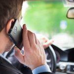 Şoferii care vor fi surprinşi cu telefonul în mână la volan se vor alege cu permisul suspendat