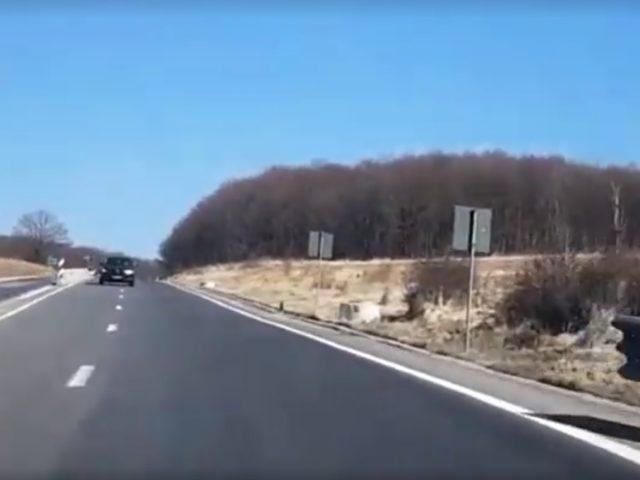 Șoferul unui autoturism a fost surprins mergând pe contrasens pe DN 1, între localitățile Vlădeni și Perşani