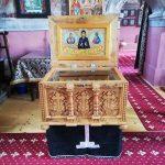 RACLA cu veșmântul Sfintei Cuvioase Parascheva de la Iași, la biserica din satul Calbor