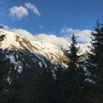 Avertismentul salvamontiștilor – Zăpada rămasă pe munte poate fi un real pericol