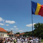 Cel mai mare drapel din județ, arborat la Șinca Nouă. FOTO- VIDEO