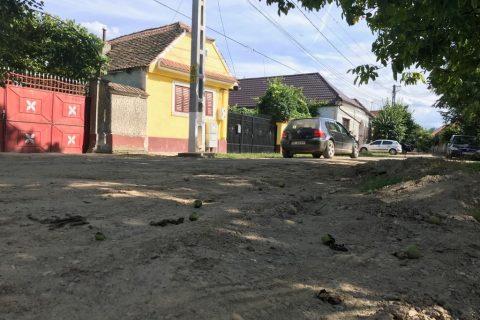 """Lucrări lăsate de izbeliște în satul Râușor. Răspunsul primarului:""""Oamenilor le spun la anul, când o să voteze!"""""""