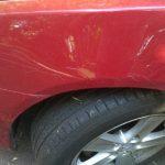 Acte de distrugere asupra unor mașini parcate în oraș. Autorul, un tânăr de 19 ani