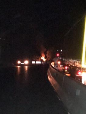 Mașină în flăcări pe DN1, la Perșani