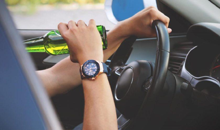 Fără permis și cu o alcoolemie de peste unu la mie, la volanul masinii