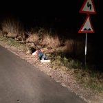 Tânăr bătut și aruncat din mașină