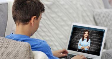 Sondaj al Federației Naționale a Părinților: 80% nu cred în eficiența școlii online