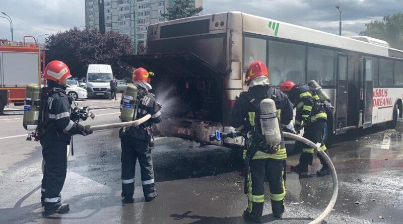 Autoritatea Rutieră trage pe dreapta autobuzele Transbus Codreanu: stingătoare expirate, componente ale caroseriilor deteriorate și probleme la semnalizări și faruri
