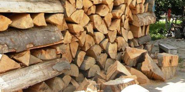 Transport ilegal de lemne, pe DN 1, depistat de poliţiştii de la Voila
