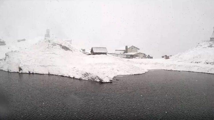 Minus 21,5 grade Celsius la Bâlea Lac. Stratul de zăpadă depășește doi metri