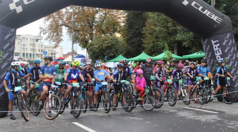 250 de bicicliști au luat startul la Bikeathon Țara Făgărașului